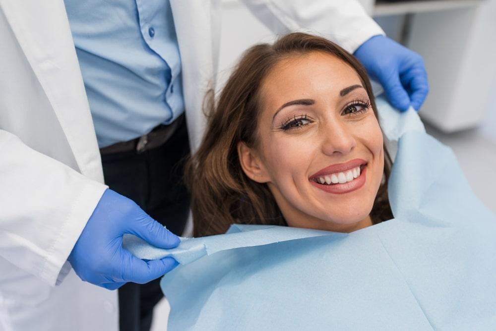 Un patiente après son nettoyage dentaire