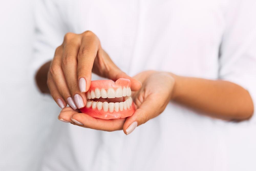 Une prothèse dentaire conçue en clinique